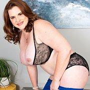 Thick Big Tits Older Milf Stripping