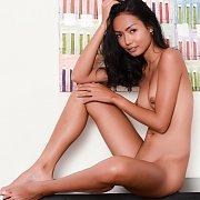 Erotic Thailand Babe Gets Naked