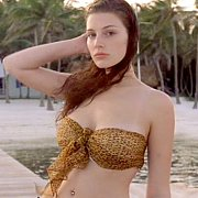 Young Celeb In Swimsuit At The Beach