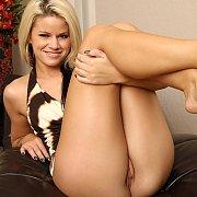 Young Jessa Rhodes Masturbates