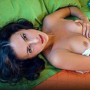 Jasmine Enjoys A Diddle