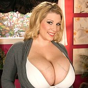 Renee Ross is an XL Girl