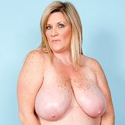 Big Milf Plays With Her Natural Juggs