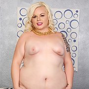 Dreamy Blonde BBW Poses