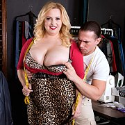 Knockers BBW Seduces Client