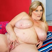 Plumper Shows Her Curvy Body