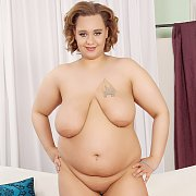 Mulatto BBW Poses