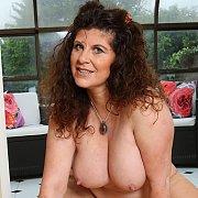 Curvy Jilly Shows Her Big Ass