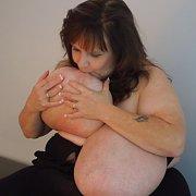 Suzie Milf Large Breasts