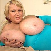 Samantha Sanders Horny Milf in Bed