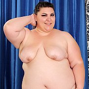 Plumper Bella Bendz Gets Naked