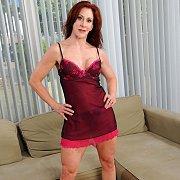Redhead Mature Hottie Diddles