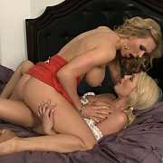 Mature Lady Muff Bumps A Coed
