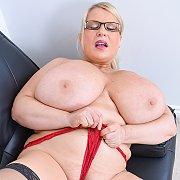 Huge Natural Tits Cougar Samantha Sanders