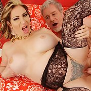 Horny Mature Woman Savannah Jane Gets Fucked