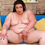 Sexy BBW Bella Bendz Shows Her Naked Body