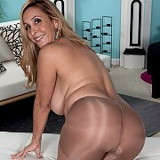 Big tits mature in her pantyhose