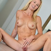 Hot Body Blonde Milf Gets Naked