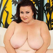 BBW Lady Lynn Shows All