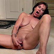 Mature MILF Pleasure with Lynn