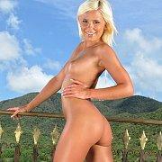 Sexy Blonde Babe Lola