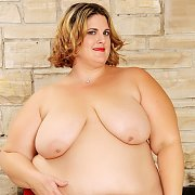 Nude BBW Hottie