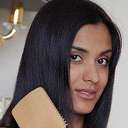 Alluring Dark Eyes Middle East Babe Brushing Her Hair