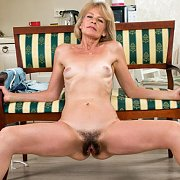 Open Legs Naked Mature Lady With Hair Pie