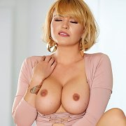 Big Boobs Blonde Masturbating