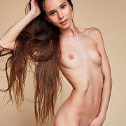 Skinny Leona Mia Posing In The Buff