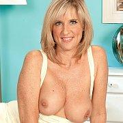 Hot Busty Blonde Mom Flashing
