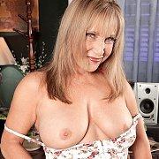 Big Tits Older Mom Flashing