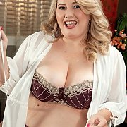 Horny Blonde Fat Girl Ready For Fun