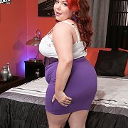 Teasing Fat Redhaired Woman In Heels