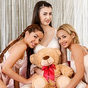 Anal Lez Threesome with Veronica Leal, Vanna Bardot, Lina Luxa