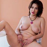 Curvy Mom With Big Tits Masturbates