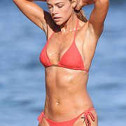 Wet Celebrity Actress In A Bikini At The Beach