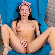 Asian American Amateur Teasing On The Bed
