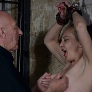 Lolanis Dungeon Whipping BDSM