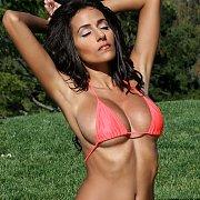 Chesty Babe Strips Bikini In The Sun