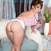 Sexy Ass Milf Brandi Minx Strips