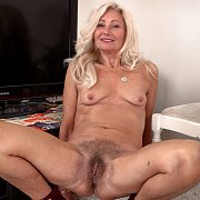 Hairy Mature Pussy Blonde Woman In Heels