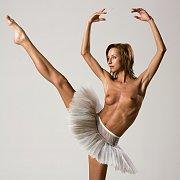 Long Legs Yanna Flexible Nude Dancer